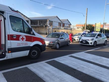 NICHELINO - Incidente stradale in via Torino: tre automobilisti feriti nello schianto