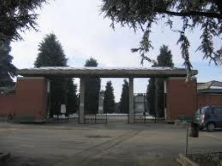 CARIGNANO - Ladri colpiscono le auto parcheggiate al cimitero