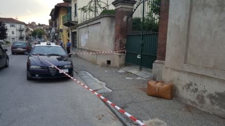 MONCALIERI - Allarme in via Tenivelli per una valigia sospetta abbandonata