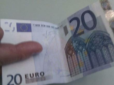 NICHELINO - Allarme dei negozianti per il truffatore delle 20 euro