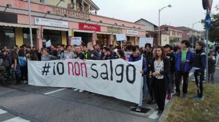 PIOSSASCO - I cittadini scendono in piazza per il caro-trasporti