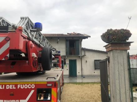CARMAGNOLA - Paura per un incendio in unabitazione di Vallongo