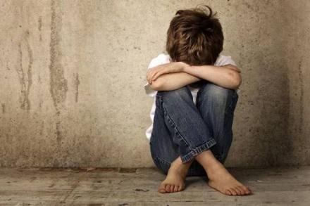 CARMAGNOLA - Bambino di 8 anni abbandonato dai genitori: salvato dai vigili mentre cammina solo in strada