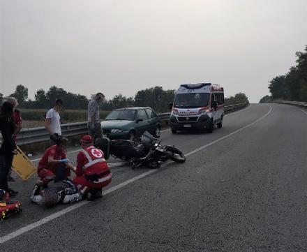 CARMAGNOLA - Ennesimo schianto in via Poirino: motociclista in elisoccorso al Cto