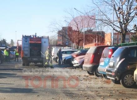 ORBASSANO - Paura nel parcheggio del San Luigi per una macchina a fuoco