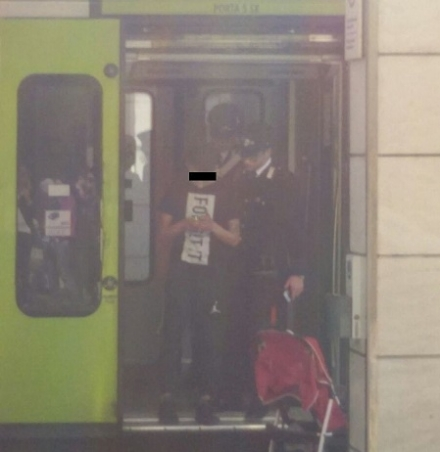 CARMAGNOLA - E senza biglietto, non vuole scendere e aggredisce verbalmente un carabiniere in borghese. Treno bloccato