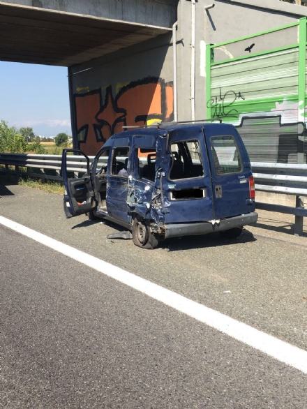 ORBASSANO - Un tir centra un Fiat Scudo in tangenziale, feriti - LE FOTO -
