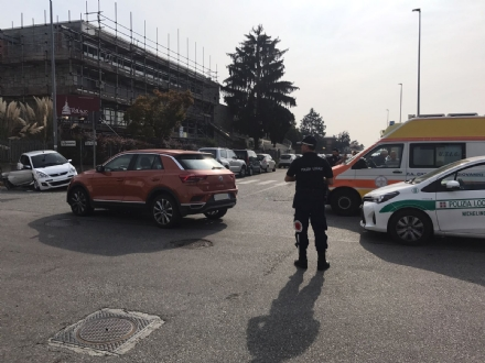 NICHELINO - Incidente stradale: due ragazze su una minicar ferite