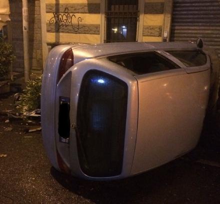 MONCALIERI - Auto si ribalta contro il dehor della pizzeria, feriti in ospedale - LE FOTO -