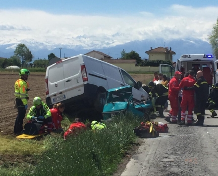 CARIGNANO - Spaventoso incidente tra furgone e Ape: tre feriti, una donna è gravissima - FOTO