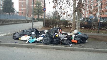 NICHELINO - Pizzicate otto persone che abbandonavano rifiuti