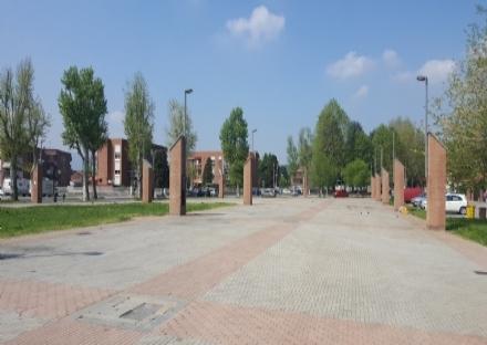 RIVALTA - In piazza Gerbidi una copertura di pannelli fotovoltaici