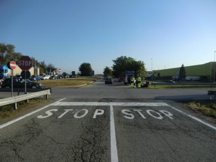 RIVALTA - Ennesimo incidente allo svincolo del Sito: la rotonda è una necessità