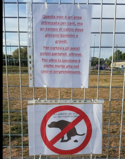 NICHELINO - Campo da calcio trasformato in maxi area cani: protestano i cittadini