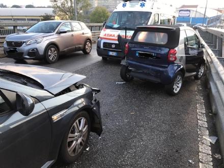NICHELINO - Incidente sul sovrappasso di via Scarrone: due feriti