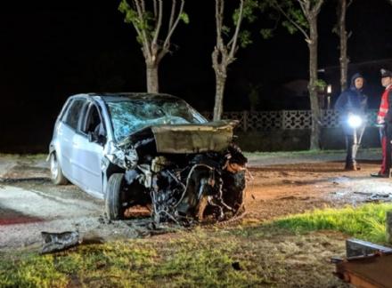 PIOSSASCO - Incidente mortale: auto si ribalta nel canale, vittima un ragazzo - FOTO