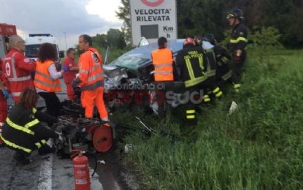TRE MORTI A LA LOGGIA - Scontro frontale, tragedia assurda sulla provinciale per Carignano - FOTO