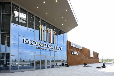 NICHELINO - A Mondojuve iniziano i saldi e torna il raduno di auto sportive