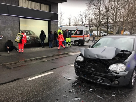 NICHELINO - Incidente stradale in via XXV Aprile: caos e traffico paralizzato