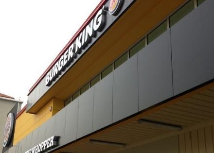 MONCALIERI - Troppe infiltrazioni dacqua sul retro e Burger King chiude per sicurezza