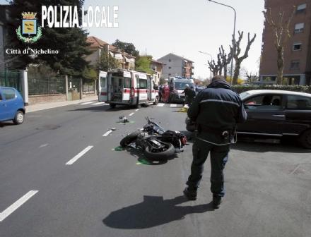NICHELINO - Grave incidente in via Cacciatori: motociclista in prognosi riservata