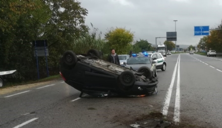 RIVALTA - Incidente stradale: auto si ribalta, conducente in ospedale