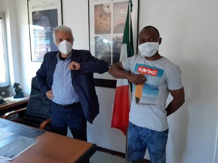 RIVALTA - Il sindaco registra un altro migrante del Dojrone allanagrafe comunale