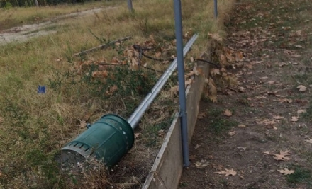 ORBASSANO - Vandali devastano il giardino