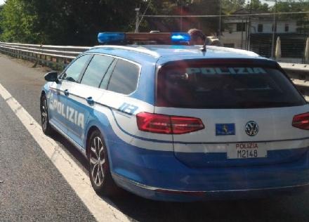 NICHELINO - Furgone perde il carico in tangenziale e due veicoli si urtano per evitarlo