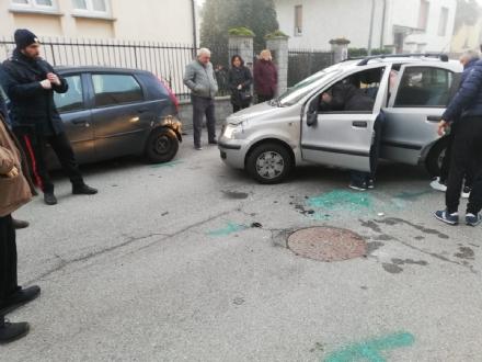 NICHELINO - Donna al volante si ribalta in via Petrarca: portata in ospedale ferita