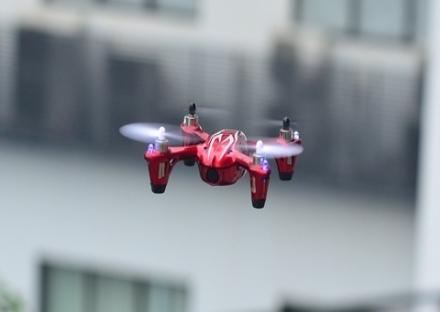 LA LOGGIA - Un drone giocattolo in volo semina il panico in paese