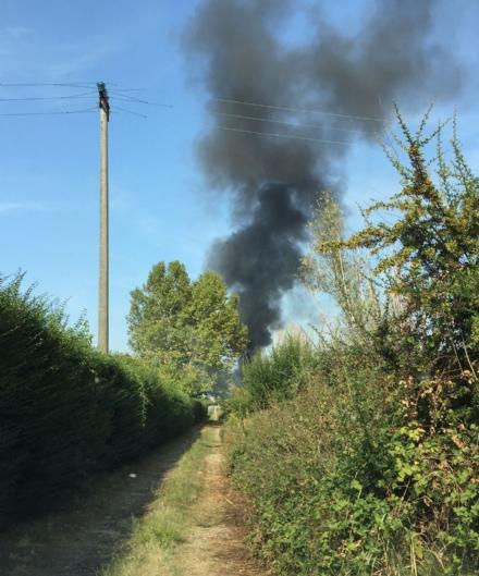 ORBASSANO - Ancora un incendio: a fuoco alcune gomme vicino al campo nomadi
