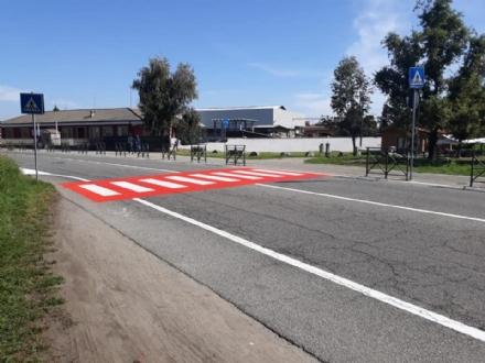 RIVALTA - Dopo lincidente al parco Sangone, il comune segnala di rosso le strisce