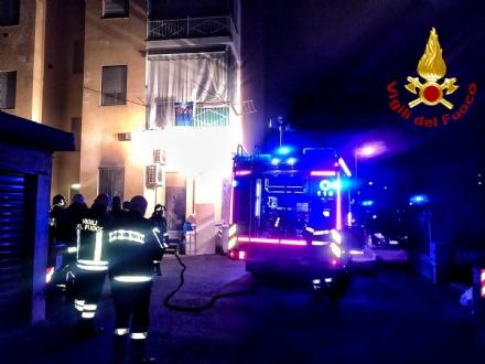 ORBASSANO - Incendio nella notte in una pizzeria di strada Volvera