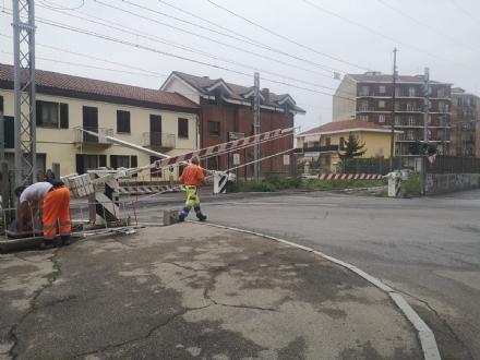 NICHELINO - Barriere ai passaggi a livello contro i furbetti che passano con le sbarre chiuse