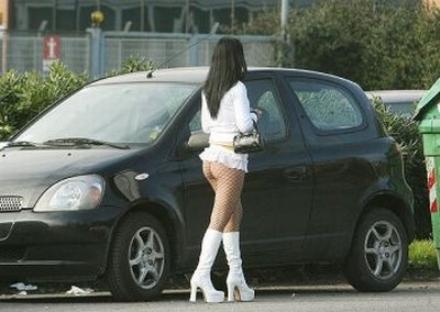 NICHELINO - Botte tra prostitute a Stupinigi per il controllo delle piazzole