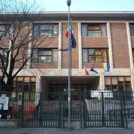 NICHELINO - Ladri alla scuola Don Milani, rubati pc e televisioni