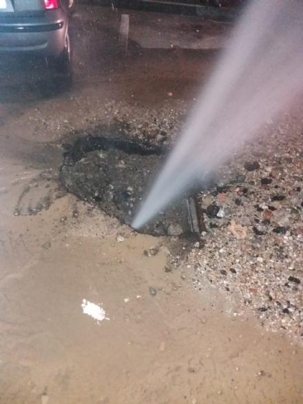 NICHELINO - Guasto al tubo Smat, getto dacqua alto sei metri