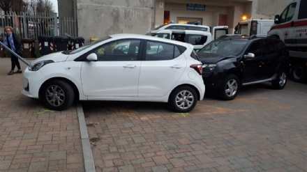 PIOSSASCO - Incidente in piazza Falcone e Borsellino: un ferito