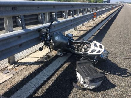 MONCALIERI - Motociclista tamponato e sbalzato a terra sul raccordo a Bauducchi