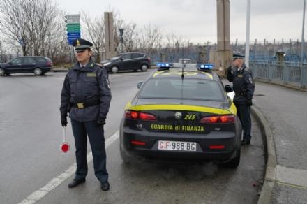 MONCALIERI - Controlli sulle strade da parte della guardia di finanza