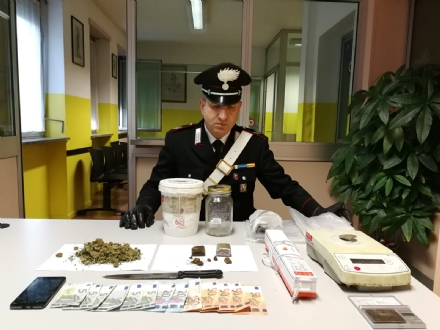 BEINASCO - I carabinieri arrestano spacciatore di hashish e marijuana
