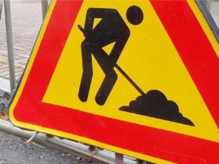 VINOVO - Lavori stradali in corso per il nuovo insediamento commerciale
