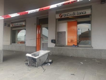 CARMAGNOLA - Esplode il bancomat della filiale Unicredit: un altro colpo della «banda della marmotta»