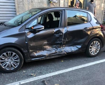 NICHELINO - Incidente in via Cacciatori: paura ma nessun ferito grave