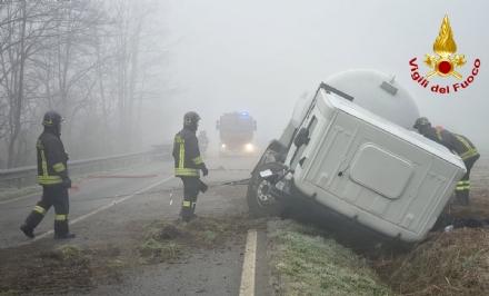 CARIGNANO - Brutto incidente tra un camion cisterna e unauto: due feriti