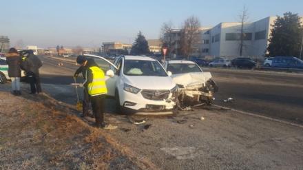 PIOBESI - Schianto in via Del Mare: un automobilista finisce in ospedale