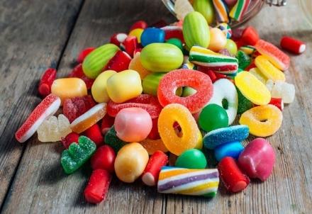 MONCALIERI - Maxi furto di caramelle in zona industriale: 60 mila euro il valore