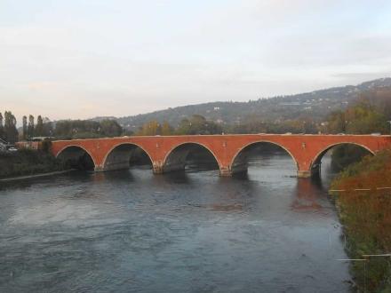 MONCALIERI - Oggi via libera al doppio senso sui due ponti del Po