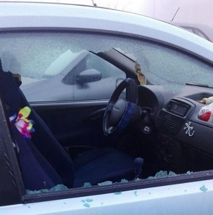 NICHELINO - Allarme vandali: finestrini delle auto nel mirino